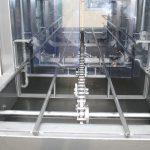 Intérieur de la laveuse de caisses, construction en acier inxoydable